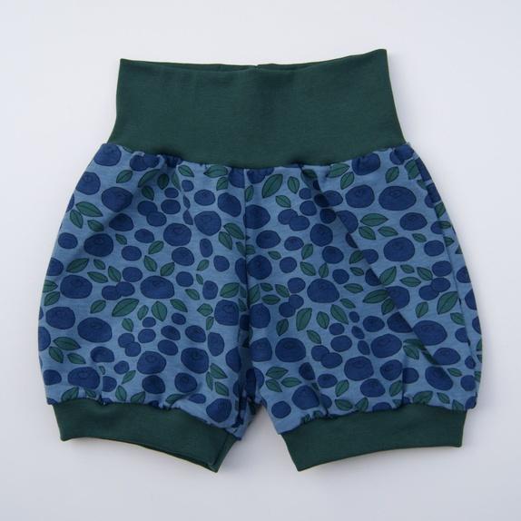 Shorts str 116 - Norge - Myk shorts i bomull med ribbkanter rundt beina og i livet. Sitter godt på og er god å ha på seg. Str 116 (ca 5 - 6 år))95 % bomull, 5 % elastanVask 40 grader Mønsteret er laget av Kristin Thorsnes_____________________________________Søkeord: - Norge
