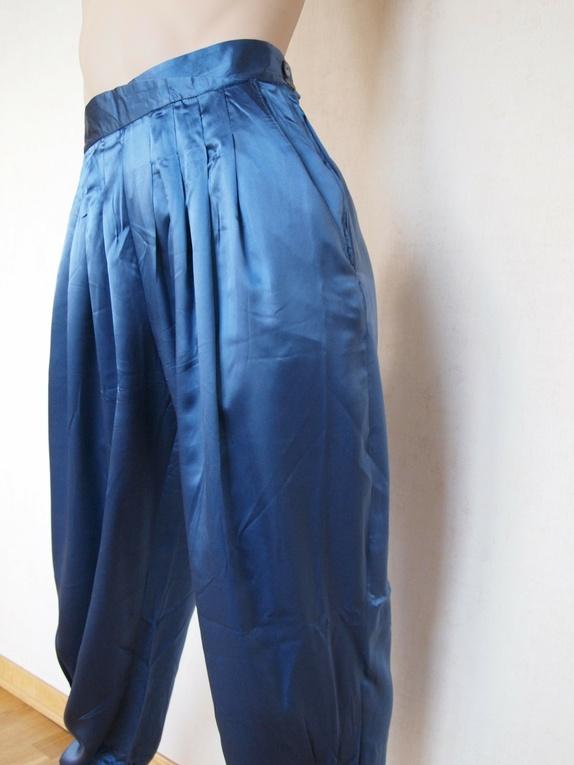 SALG! Blank, blå bukse med legg fra 80 tallet, str. M 50% avslag