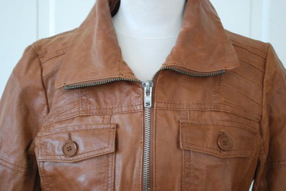 a293fe3c Lys brun jakke i røft, preget skinn fra ONLY. Retro design. Kan se at den  har vært brukt, men er ikke mye slitt. Antagelig blir den bare tøffere med  bruk ...