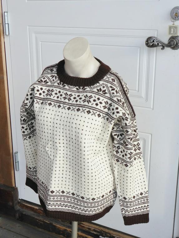 d25a6939 Ull genser str 6 Kjøpe, selge og utveksle annonser - finn den beste ...