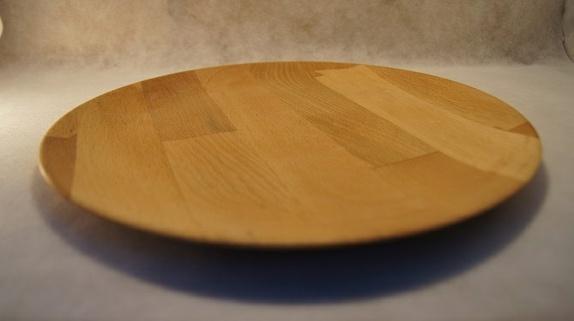 Dreide trefat i bøk - Norge - Dreide trefat i bøk 27cm diameter.Oljebehandlet og vokset.Perfekt til tur, på hytta, eller til grillmaten. - Norge