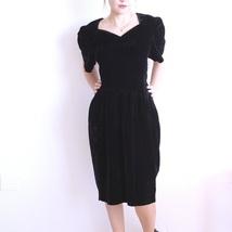 0bef457b 50% aprilSALG Sort fløyelskjole fra 80-tallet, kort svart cocktail kjole