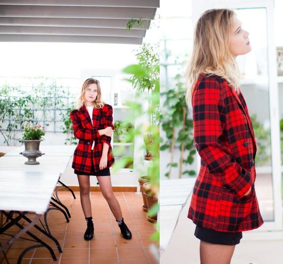 5f0c8a35 Flott rød og sort rutete jakke I 100% ull. Innsiden er 100% rayon.