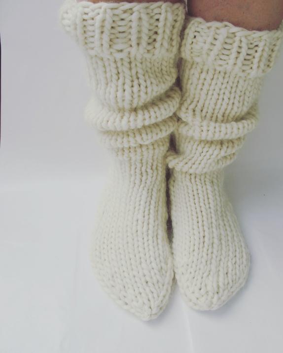 Mønster til Favorittsokkene - Norge - Mønster Mønster til favoritt sokkene. Mønsteret vil bli sendt til deg pr mail. Har du det du trenger til sokkene? Jeg har brukt 3 nøster med Strikkefebers Tjukk Ull og strømpepinner 10 mm. Happy knitting! - Norge