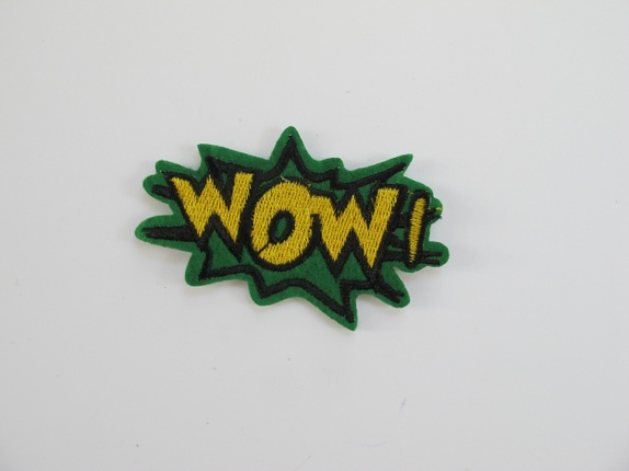 WOW - grønt strykemerke - Norge - wow - grønt strykemerke Kult WOW merke, den er til å stryke på eller sy på feks plagg. Målene er 7 cm X 5 cm - Norge