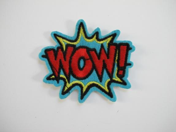 WOW - turkis strykemerke - Norge - wow - turkis strykemerke Kult WOW merke, den er til å stryke på eller sy på feks plagg. Målene er 7,5 cm X 7 cm - Norge