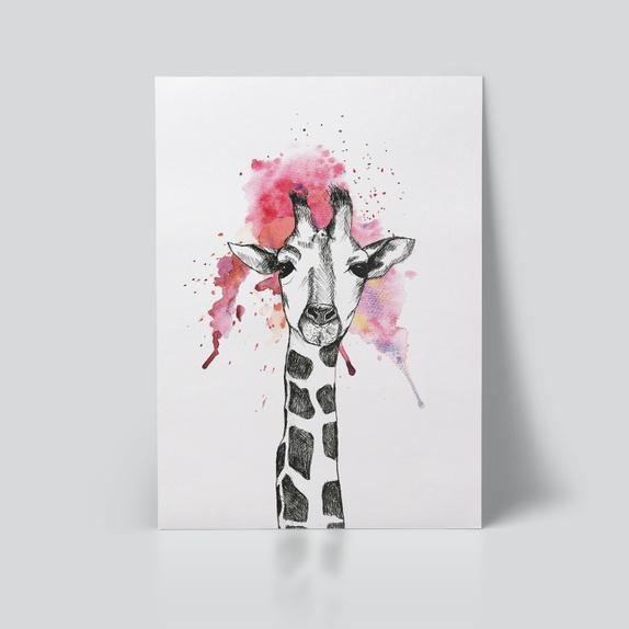 Giraff, A3 Plakat - Norge - Lang hals sier du?Håndtegnet illustrasjon med blekk og rosa akvarell av en giraff. Digital trykk på Munken Lynx matt naturhvitt kvalitetspapir i 200 gsm. Plakaten finnes i A4 og A3 størrelse. Sendes i et beskyttende papprør. * Ramme er ikke in - Norge
