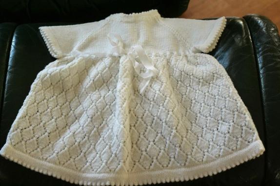strikket babykjole opskrift