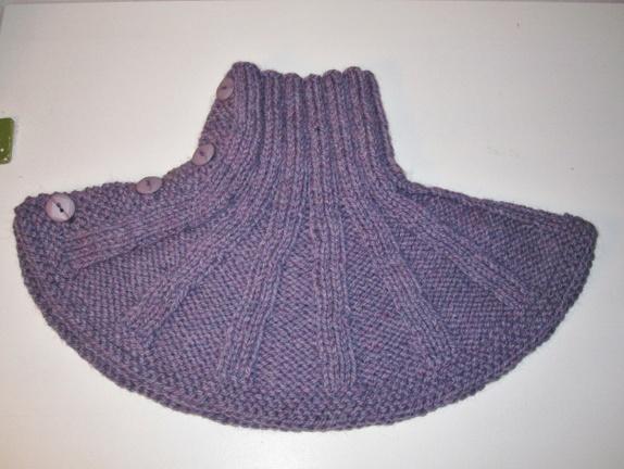 9ccb8483 God, varm hals i vinterkulda med 4 knapper. Lett å ta på og av. Sitter godt  rundt halsen og utover skuldrene. Den er strikket i ribbestrikket i ull-  alpakka ...