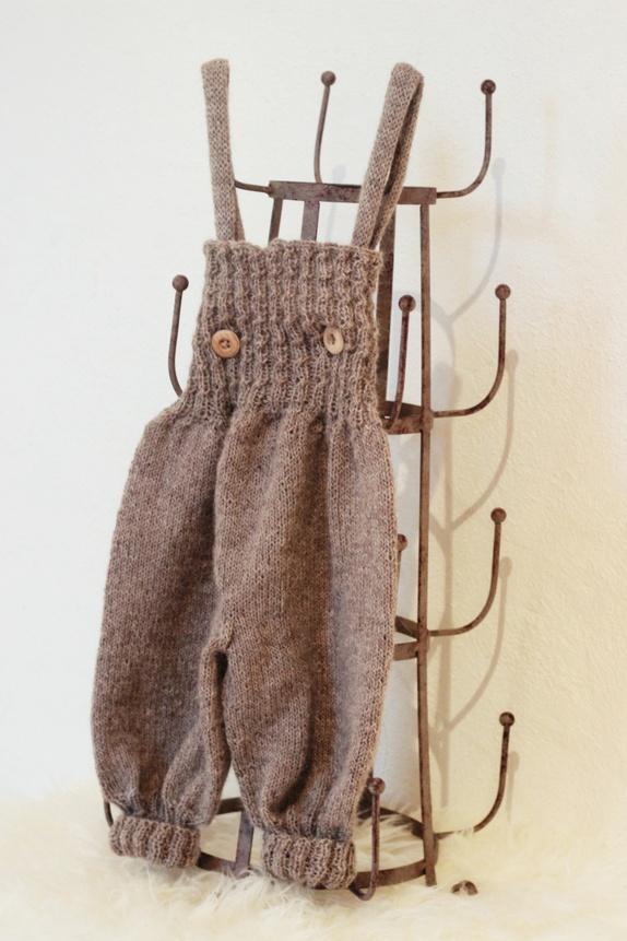 ebf77c9b Buksen er strikket i mini alpakka fra Sandnes og er myk og god. Pinne: 3.