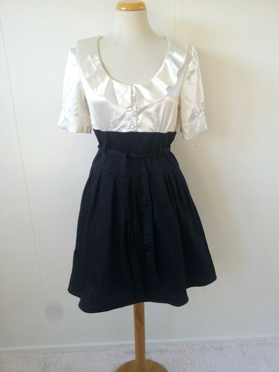 3acfd390 Elegant svart og hvit kjole - Epla