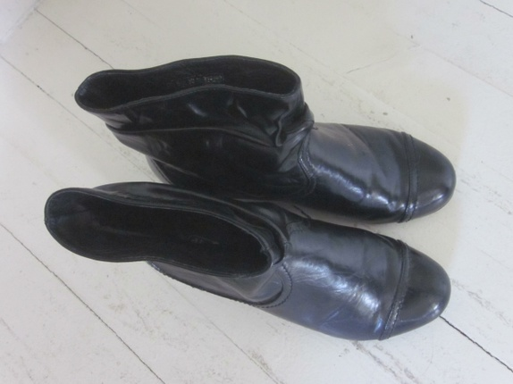 Korte svarte støvletter