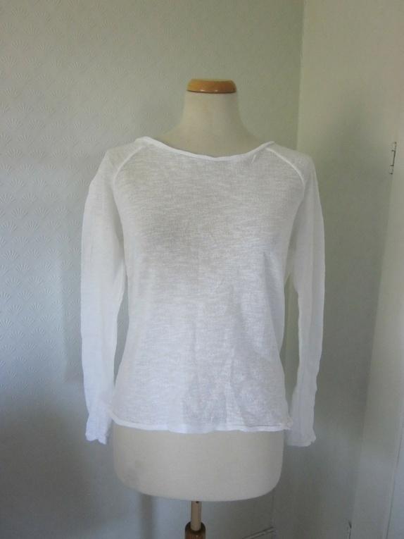 80288b45 Hvit genser med åpen rygg - Epla