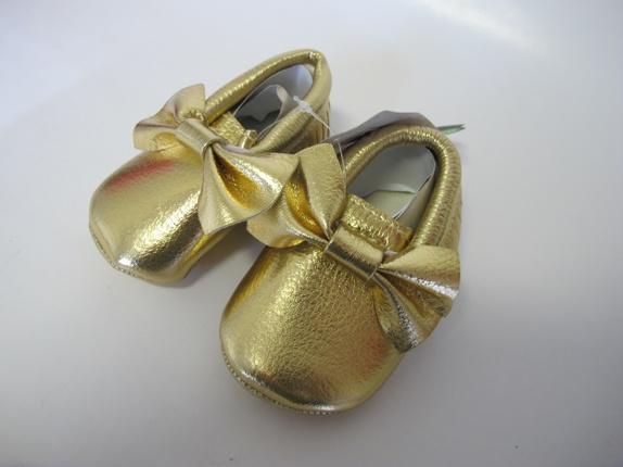 SALG! Ballerinasko i gull 0-6 mnd - Norge - Ballerina sko. Super søte ballerinasko med sløyfe i en kul gullfarge. Skoene er i størrelse 0-6 mnd, og er i imitert skinn. Supre gaver! Før 139Nå 99 - Norge