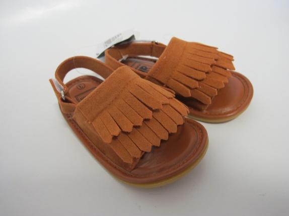 SALG! Sandaler med frynser i brun 12-18 mnd - Norge - Sandaler med frynser Super kule sandaler med frynser i en deilig brun farge. Skoene er i størrelse 12-18 mnd, og er i imitert skinn. Like kul til gutt som jente. Supre gaver! Før 179Nå 129 - Norge