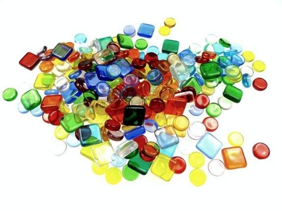 Mosaikkperler miks - Norge - 100g pose med 10mm kvadratiske og 8mm runde glassbiter til diverse glassarbeider. Assorterte farger. IKKE HULL!Du ser 100g på produktbildet her. - Norge