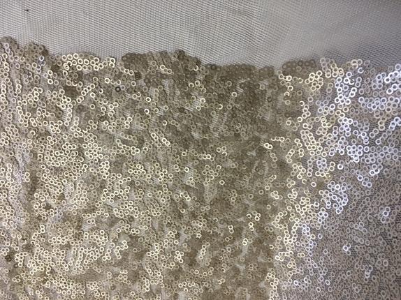 Moderne Tyll stoff brodert med paljetter, matt gull - Epla TL-82