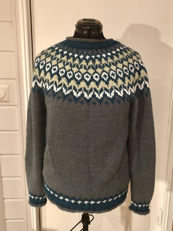 48e5ef88 Håndstrikket genser etter islandsk mønster strikket i alpakka ull fra  Sandnes garn. Gir en mykere genser enn lettlopi garnet. Størrelsesmessig er  den en ...