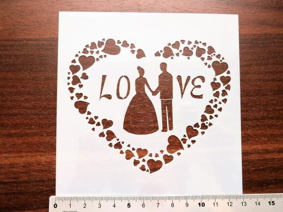"""Sjablong - Brudepar (4211) - Norge - Art nr: 4211 Sjablong i plast, hjerte laget av små hjerter og brudepar med LOVE. Flott kvalitet som kan brukes om igjen, og om igjen, dersom den blir rengjort etter bruk. Svamppensler til malingen finner du i annen annonse på siden min. """"Blåbæ - Norge"""