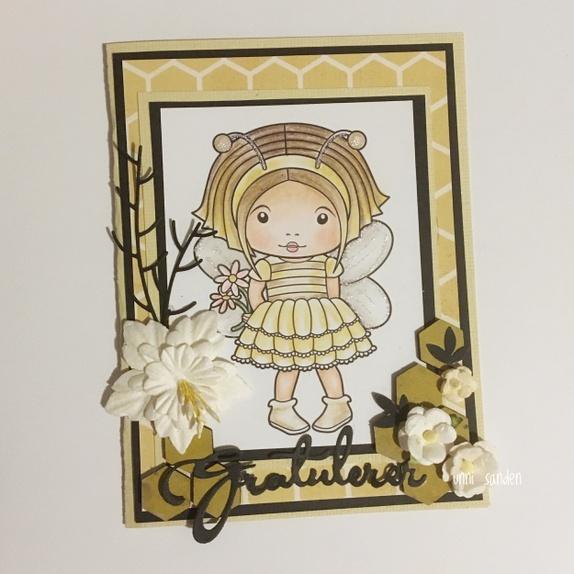 Kort med bie-jente - Norge - Kort i gulfarger Str 10x14 cm. Kortet har digitalt stempelmotiv fra lalalandcrafts. Motivet er fargelagt for hånd med fargeblyanter. - Norge