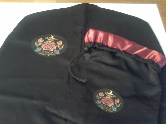 Bunadpose til Rogalandsbunad - Norge - Bunadpose med jelsamønster . Perfekt for oppbevaring og frakt av bunad.Posen er 180 cm lang og med følger en tilbehørpose til sølv etc foret i silke - Norge