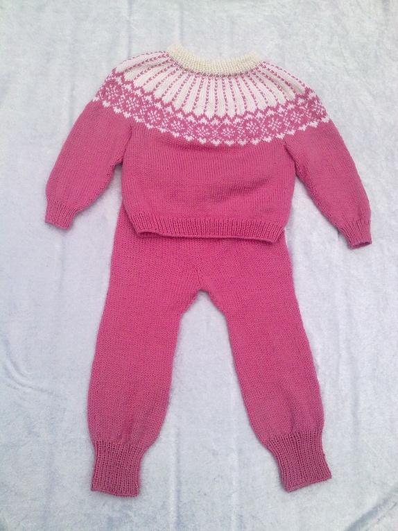 Ullgenser og bukse til barn Epla