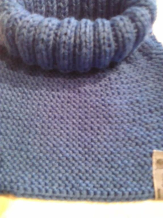 bfaaac9e Deilig løshals til barn strikket i 100 % Merinoull. Den er strikket med  dobbelt garn. veldig myk og god. Passer til barn i alderen 3-4 år.  Farge:Kongeblå.