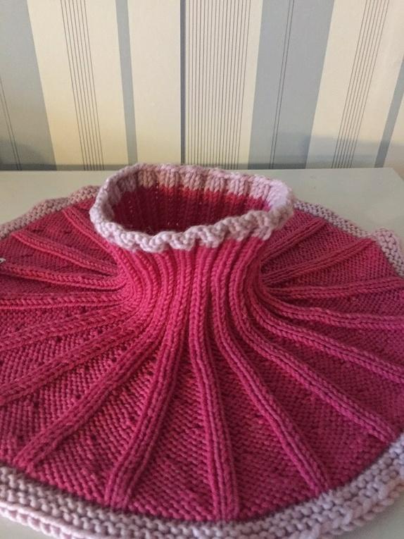 6e90a5e8 Varm og god hals til barn, strikket i ribbestrikk. Er strikket i Merino  Extra Fine, et garn som ikke klør . Halsen er veldig myk og god.