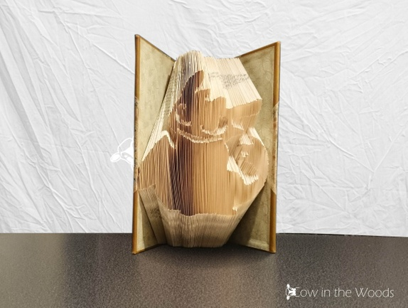 Dragetreneren - Folded book art - Norge - This book sculpture is great as a gift of birthday, Christmas. Or actually any occasion you can think of. A finished book will be wrapped as a gift and place in a shipping box. This way the book will come without damage. - Norge