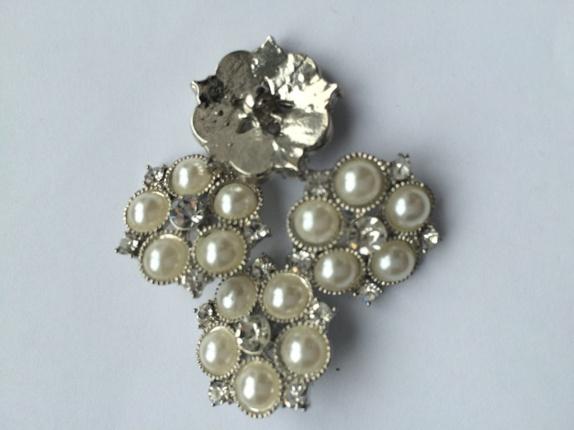 4 stk dekorative perleknapper 2,2 cm - Norge - Dekorative knapper med perler og strass. Diameter er 2,2 cm. prisen er for 4 stk - Norge