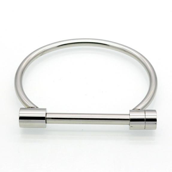 Moderne - Norge - ¤316L Rustfritt stål, titanium belagt¤Omkrets inne i ringen er 16 cm. Dvs. at omkretsen rundt håndleddet ikke bør overstige 15,5 cm. (Du kan måle med målebånd) ¤Titan er noe av det hardeste og mest holdbare som brukes til smykker. Det er  - Norge