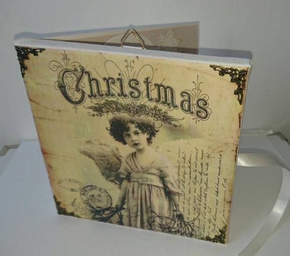 Et annerledes julekort - bildekort - Norge - Et litt annerledes julekort/bildekort laget på canvas-lerret.Bildet på forsiden er satt på canvaslerret-ramme, med decoupage-teknikk, og pyntet med metallhjørner.Det kan åpnes som et vanlig kort, og inni er det dekorert med samme flotte vinta - Norge
