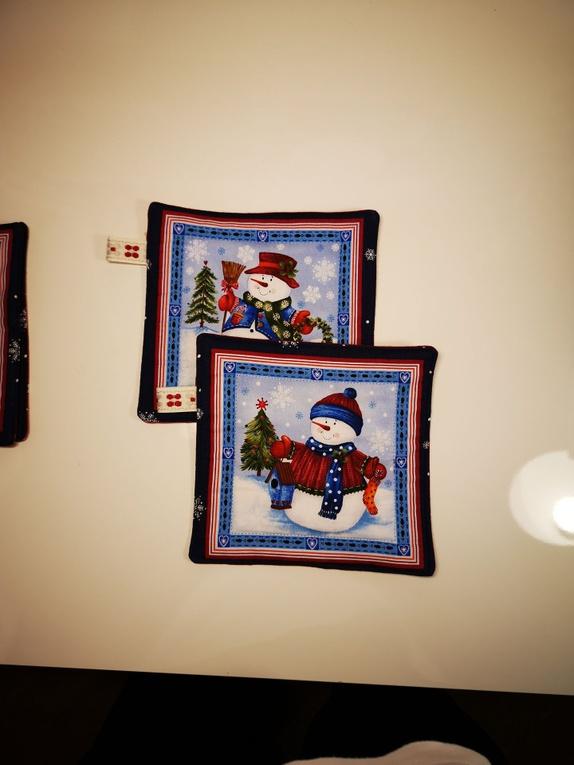 8ddf2596 Tilbud - Grytelapper - Norge - Søte grytelapper med snømenn. Dette paret  har forskjellig stoff
