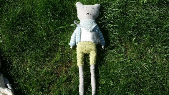 Bamse gutt - Norge - Bamse er syd av bomull/lin tekstil. Klærne er strikket. Med klær - Norge