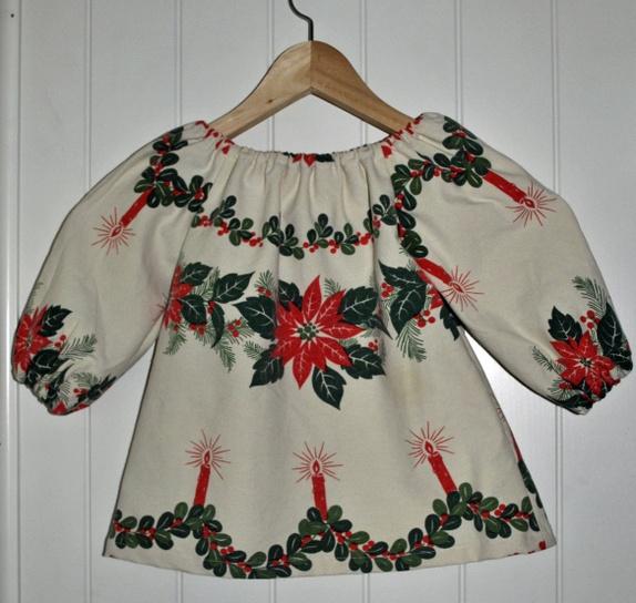 Julekjole str 1 - 1,5 år - Norge - Kjolen er sydd av en gammel juleduk i bomull.Vaskes på finvask, 40 grader. God og vid passform med strikk oppe og i armene gjør dem enkle å ta av og på, uten knapper eller glidelåser - Norge