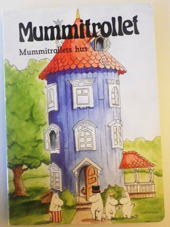Mummitrollets hus - Norge - Mummitrollets hus er en vakker klaffebok med stive sider. Bittelite bruksspor. Søkeord: mummi, mummitrollet, finsk, eventyr, 60-tallet, salongen bok & boks - Norge
