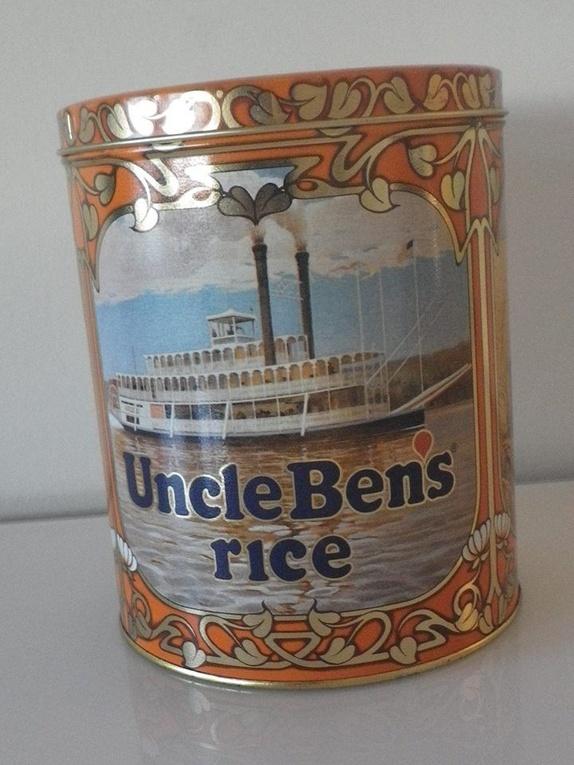 Uncle Bens rice - boks - Norge - Flott boks 19 cm høy og 15 cm i diameter. Fin inni. boksen er fra 1983. Litt bruksspor. Søkeord: blikk, metall, gul, båter, skip, elv, Orange, unik, kaker, retro, 80-tallet, vintage, bokser, oppbevaring, shabby chic, Salongen bok & boksH-23 - Norge