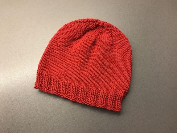 91ffd8a2 Lue i bomull - Norge - Rød lue strikket i bomullsgarn. Vask 60 grader.