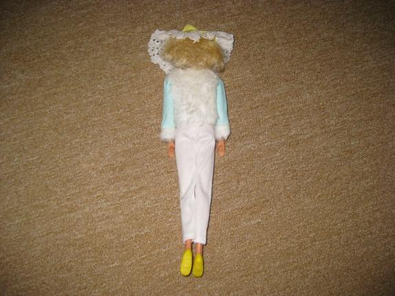 d6cadcf0c Retro Barbie med 8 antrekk
