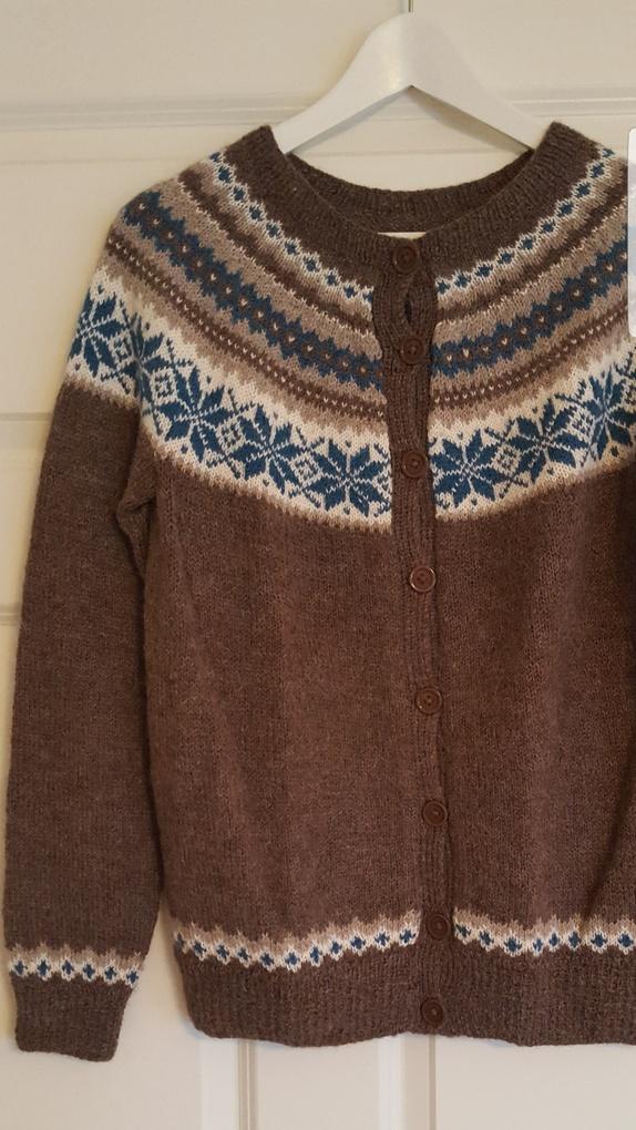 319c3025 Nancy kofte strikket i alpakkaull fra Sandnes garn. Er brukt to ganger da  den ble for stor for meg. Denne er i str S Overvidde: 96 cm. Erm lengde: 50  cm