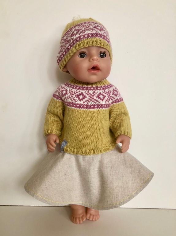 6ab45bb4 Dukkesett med genser, lue og skjørt - Epla