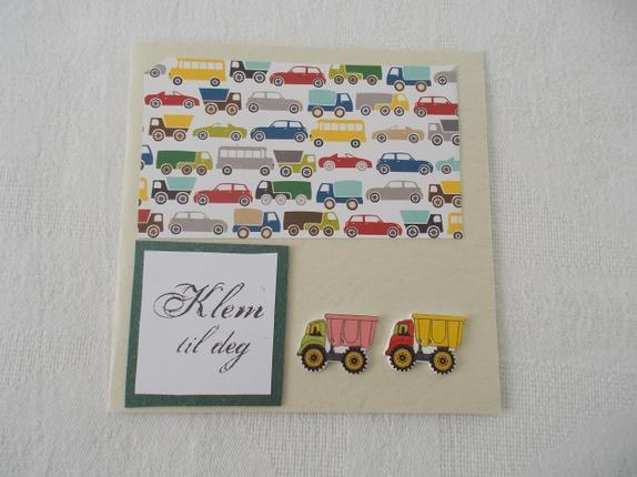 Gratulasjonskort - Norge - Et pent kort til fødselsdagen er alltid hyggelig.Kortet måler 14 x 14 cm.Lys skriveside inne i kortet og pyntebånd.Leveres med konvolutt.Søkeord: Gratulerer, gratulasjonskort, hilsen, fødselsdag, oppmerksomhetjente, konfirmant, ungdom - Norge