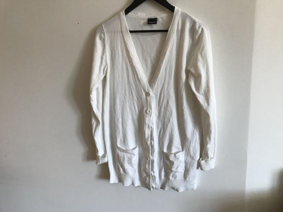Cardigan - Norge - Tynn jakke fra Cubus. Har aldri vært brukt, bare vasket for salg. Størrelse XL - men er nærmere en M Blanding bomull, polyester og Elastan. Vask 40 grader - Norge