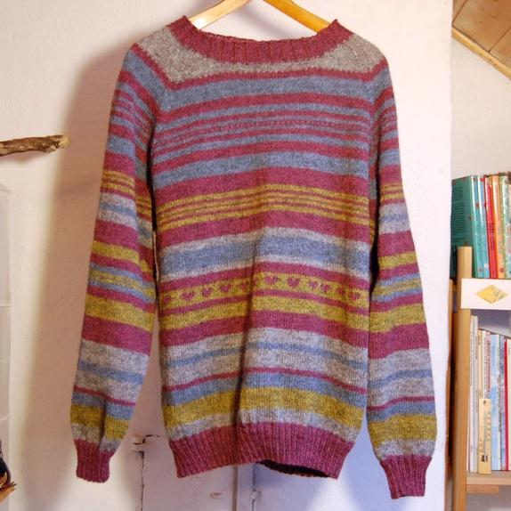 b46d60d8 Strikkegenser, str L - Norge - Genser strikket i morsomt fargerikt  selvkomponert mønster med fint