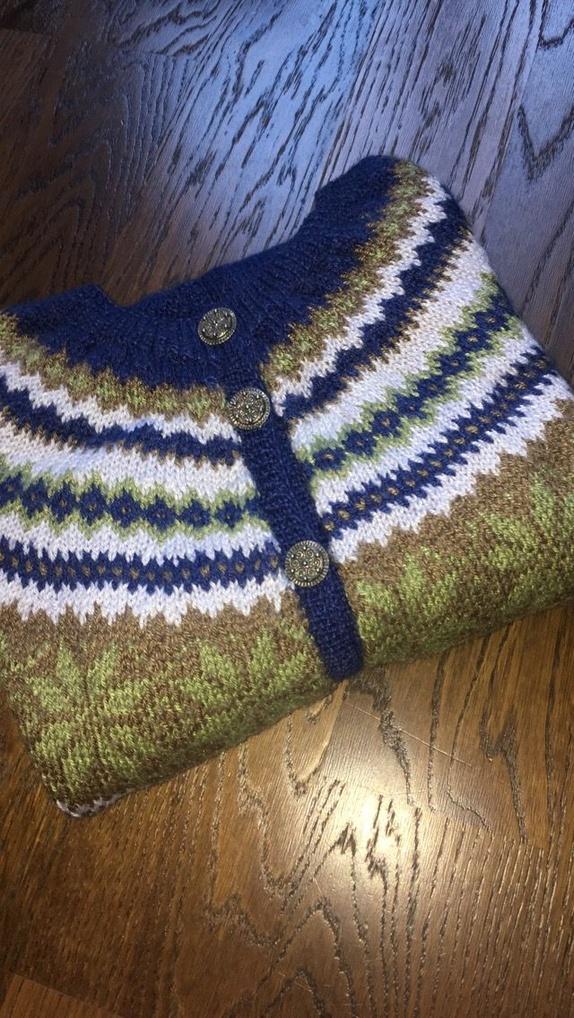 fcb266e5 Nancy-kofte strikket i Baby Alpaca Silk. Størrelse M. Fine høstfarger er  brukt, myk å ha på.