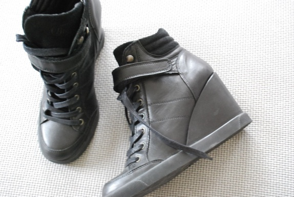 bc398913088b Fri frakt  Buffalo - skinn sneakers med kilehæl. Str 38 - Epla