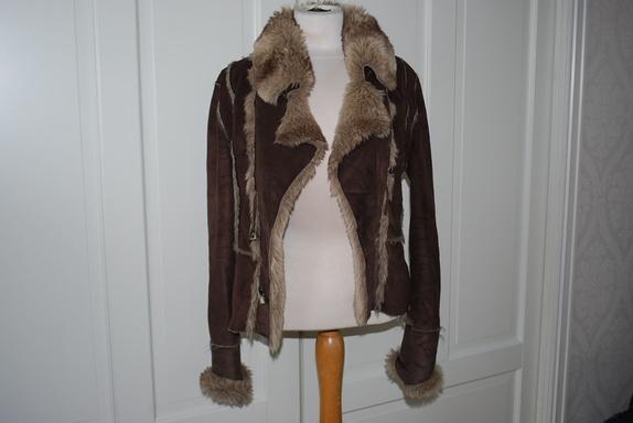 985e0e1a Fri frakt: Pelsimitasjon jakke fra Bunka - str anslagsvis str 38. - Norge -