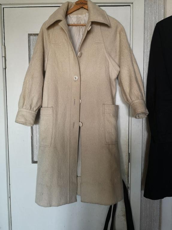 15e09ffe Kåpe i ull - Norge - Nydelig kremhvit kåpe i ull som varmer. Unike detaljer