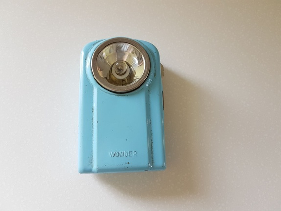 Vintage himmelblå Wonder lommelykt - Norge - Vintage himmelblå lommelykt. Merke WonderMade in franceMål: ca 11 cm - Norge