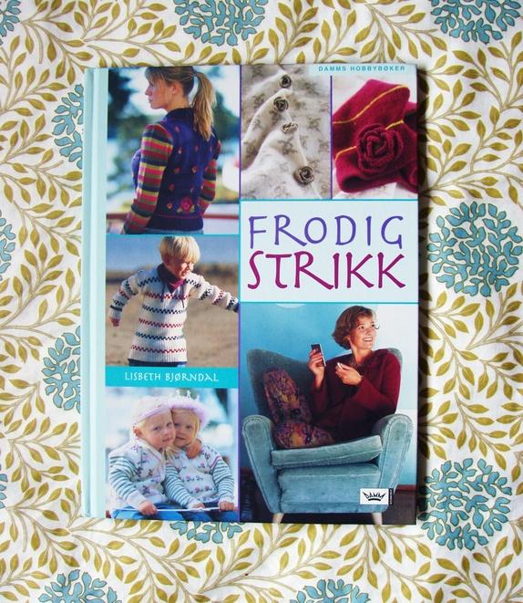 """Boken """"Frodig Strikk""""! - Norge - Boken """"Frodig Strikk"""" av Lisbeth Bjørndal! Damm Forlag """"I vår oppjagede og stressede hverdag er det ren meditasjon og sjelebot å ta fram garnet og strikkepinnene og strikke vakre plagg og tilbehør. Det er dessuten en ren nytelse å bære flott - Norge"""